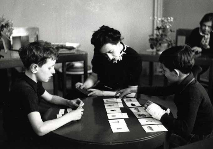 El guía Montessori-adulto